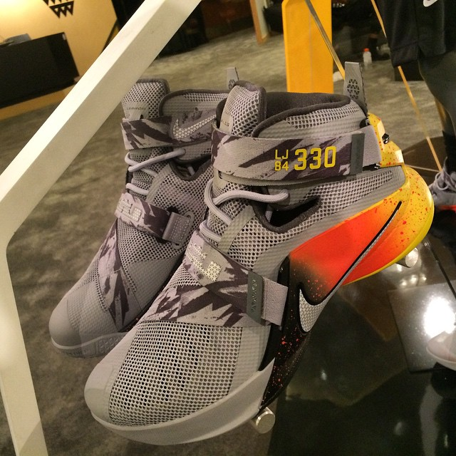 Nike Elite Youth The Academy Soldier 9 PE (1)