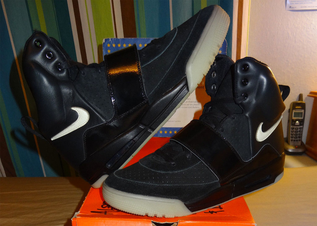... kanye west nike air yeezy black white sample