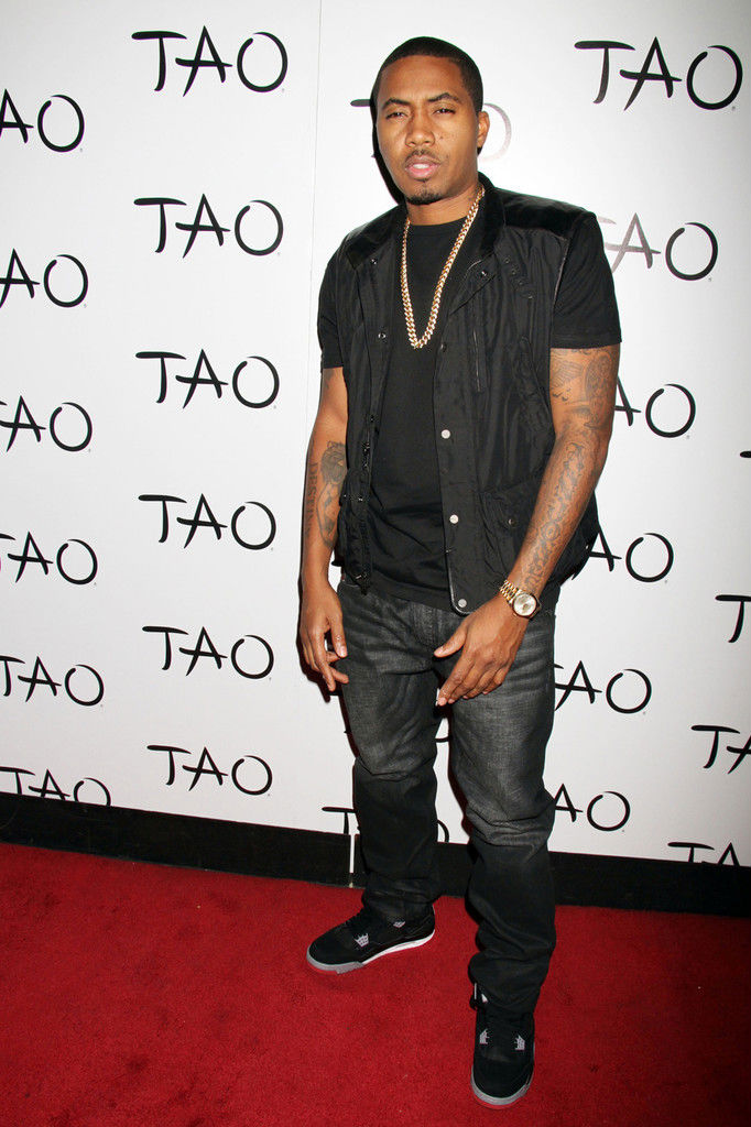 Nas wearing Air Jordan IV 4 Black Cement (1)