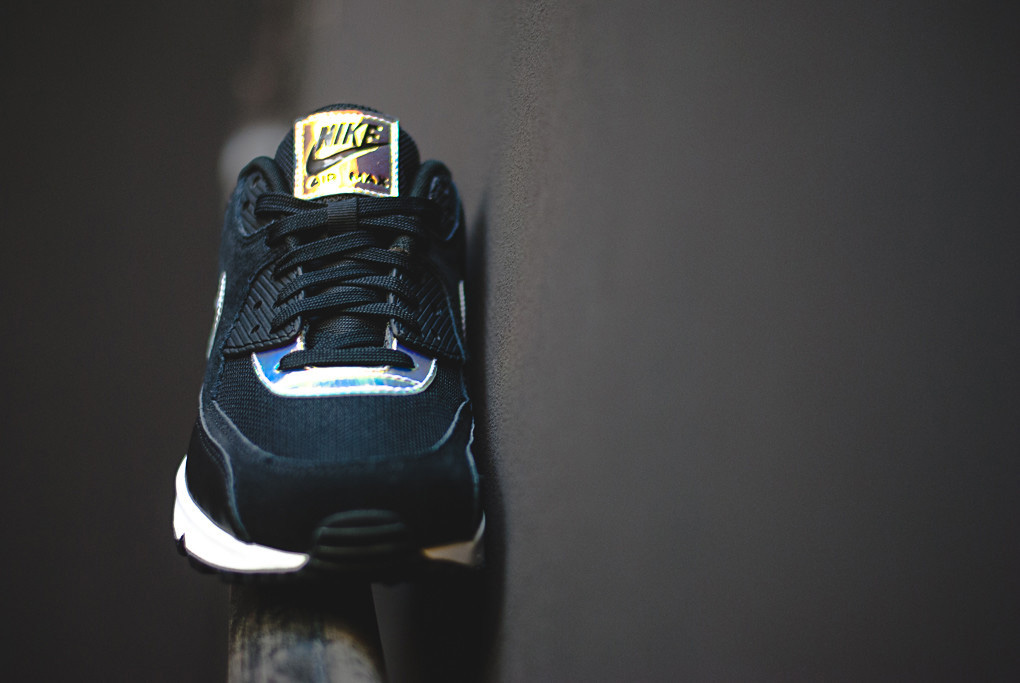 save off 5a66e 51aa3  Iridescent  Accents This New Colorway Of The Nike Air Max 90