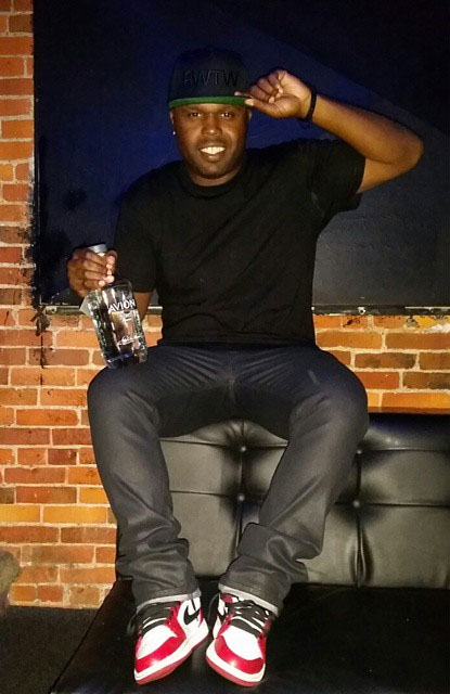 225c989e5669 DJ Steph Floss wearing Air Jordan I 1 Bulls