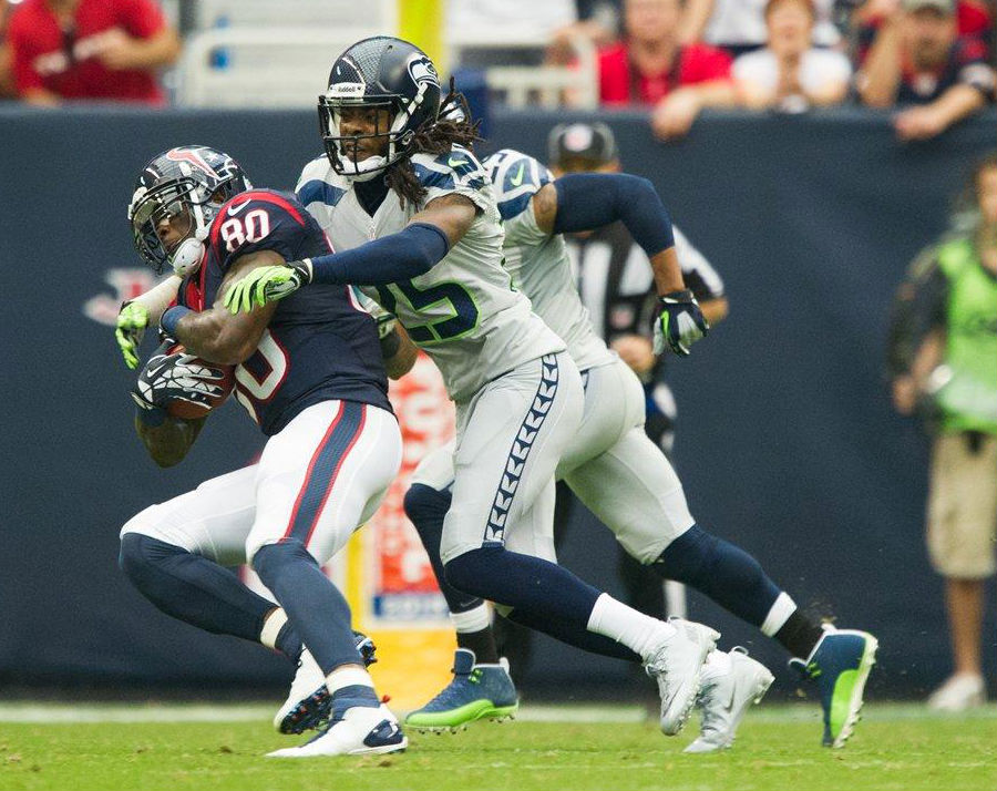 Earl Thomas wearing Air Jordan 12 XII Seattle Seahawks Away PE Cleats (1)