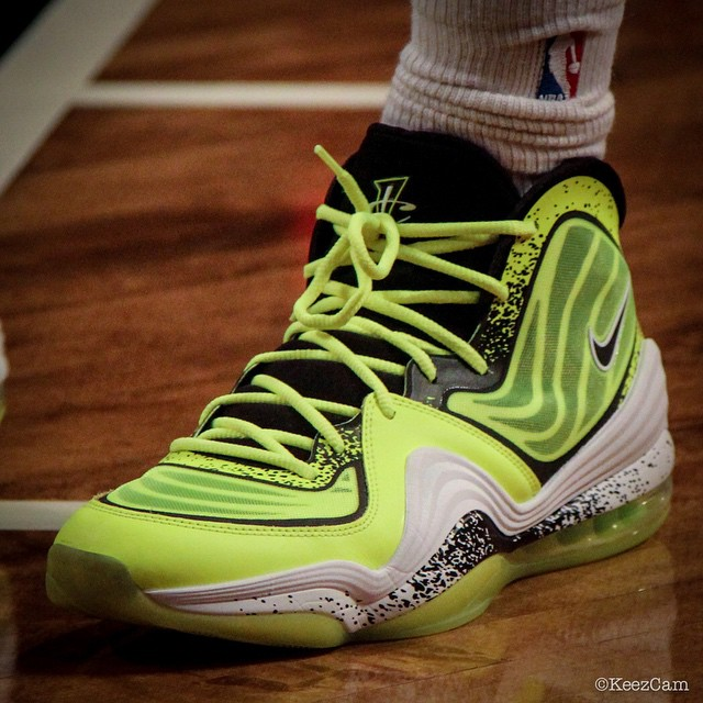 Deron Williams Honors Nets Fan in the 'Volt' Nike Air Penny 5 (4)