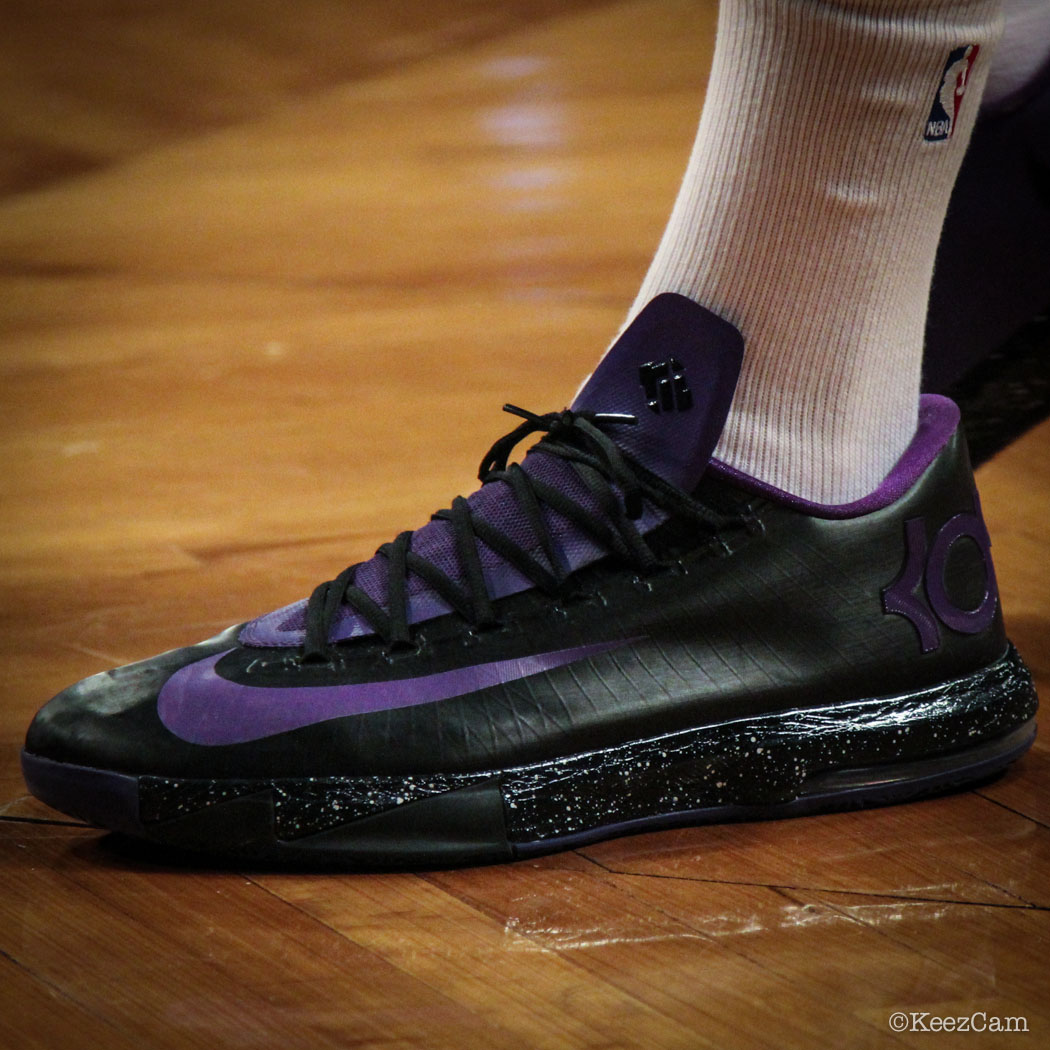 Jason Thompson wearing Nike KD 6 iD