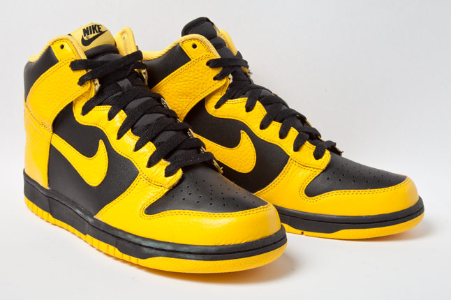separation shoes c7e5d 4fb14 Stay tuned to Sole Collector for more information on the Nike Dunk High  Black Maize 2012 release date.