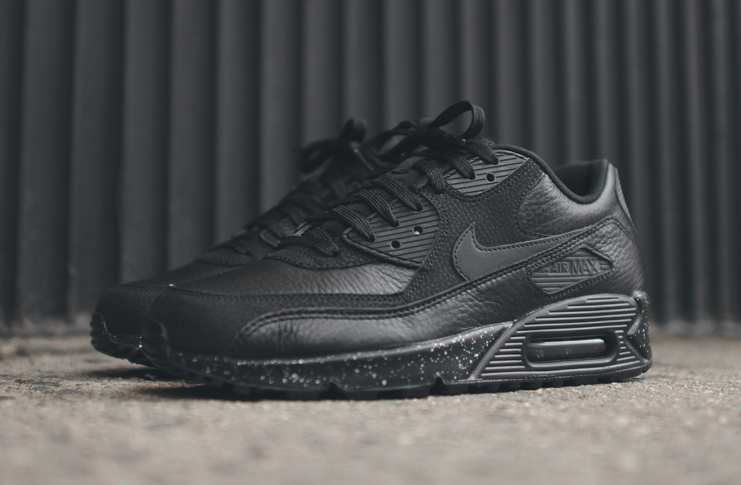blackout air max 2016
