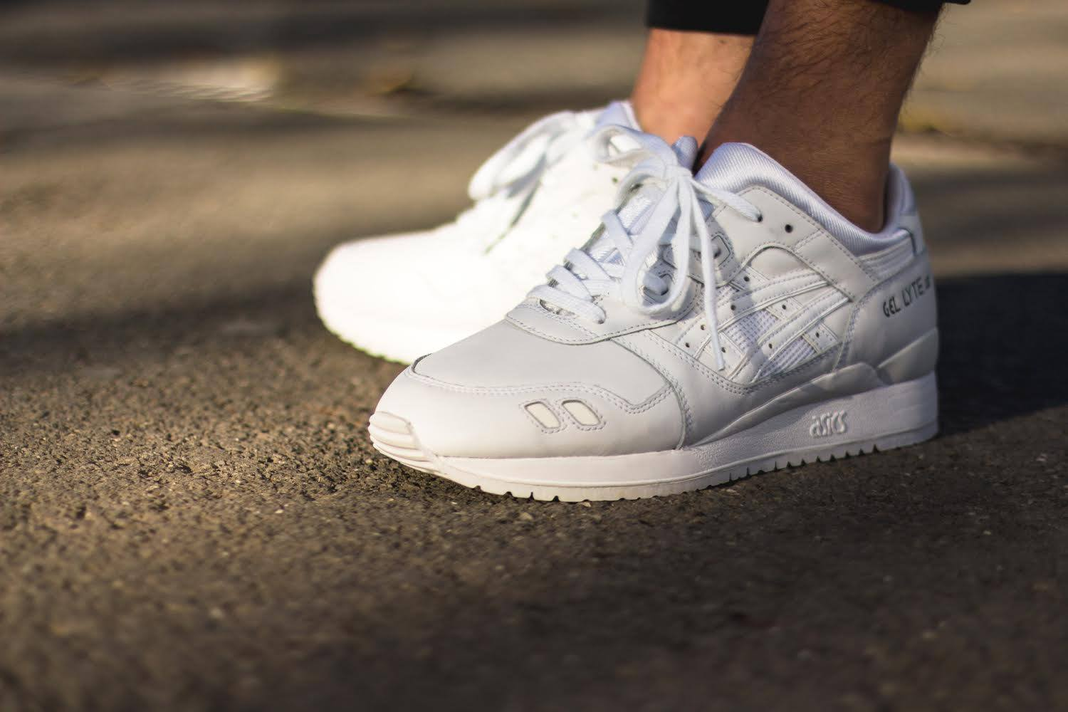 all white asics gel lyte 3