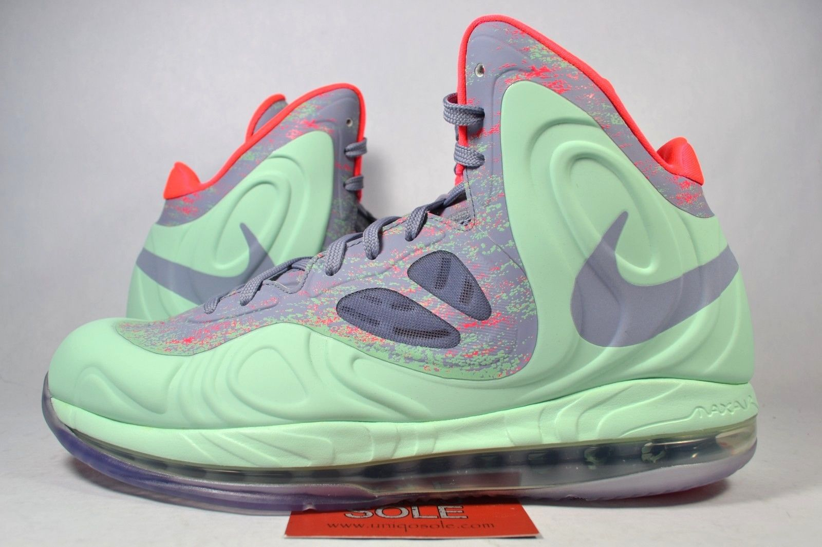 c5cee9d5fc7a 10 Deadstock Christmas Sneakers You Can Grab on eBay Right Now ...