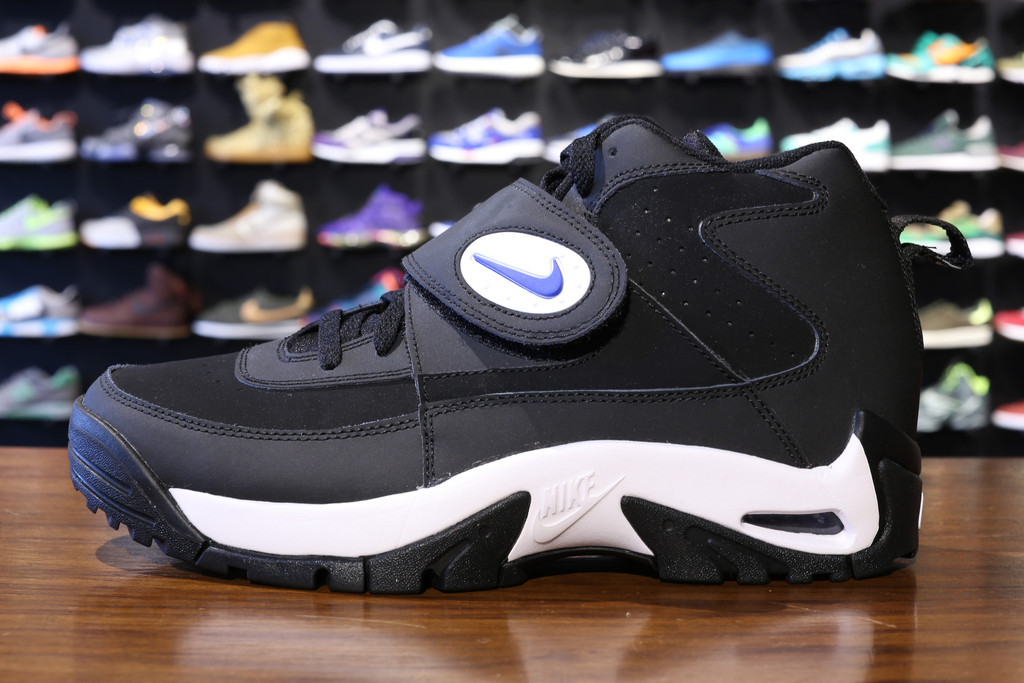 """nike inc china Nike, inc today reported financial results for its fiscal 2018 third quarter ended led by greater china,"""" said mark parker, chairman, president and."""