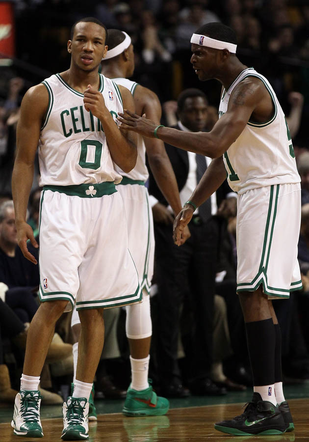 Keyon Dooling wearing Rajon Rondo's Nike Shoes (4)