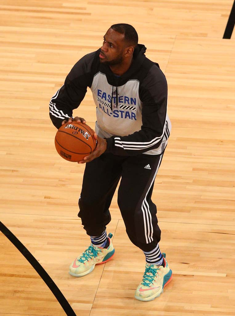 LeBron James wearing Nike LeBron XII 12 Low LeBronold Palmer (1)
