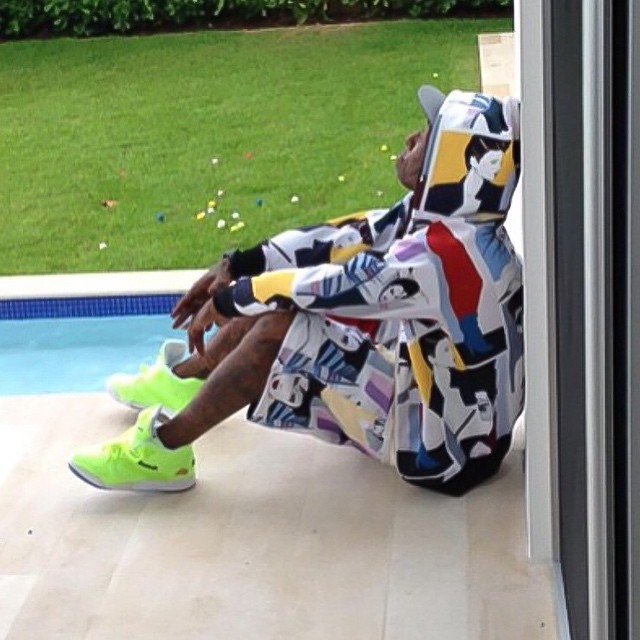 Lil' Wayne wearing the 'Ball Out' Alife x Reebok Court Victory Pump