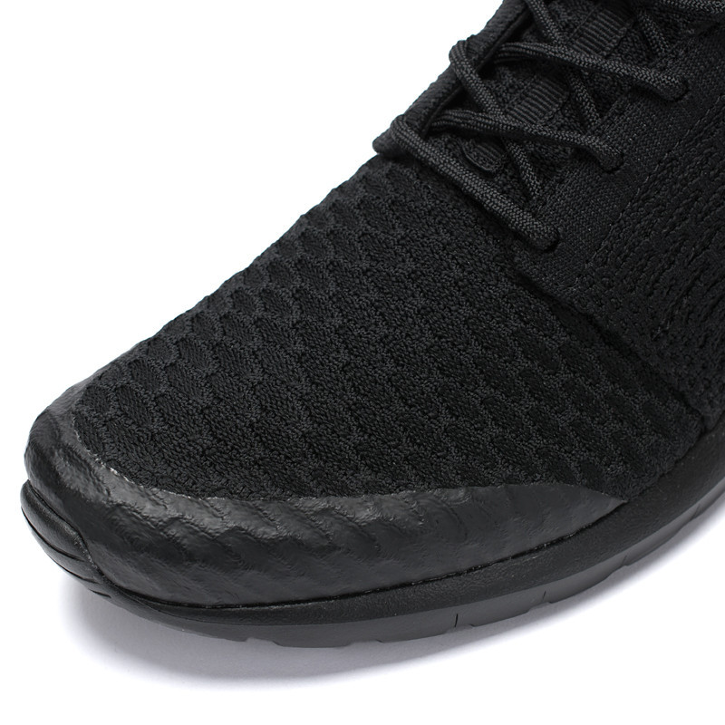 609df465d4a7 Nike Blacks Out and Beefs Up the Flyknit Roshe