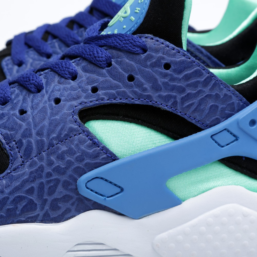 official photos 8df25 3c4fb ... deep royal blue and blue hero heel · nike air huarache og elephant  print detail