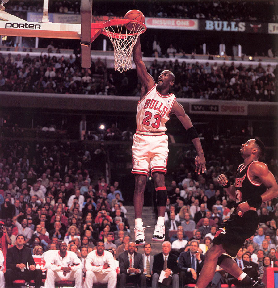 Michael Jordan wearing Air Jordan XI 11 Concord (3)