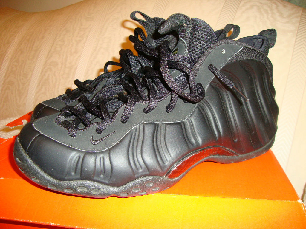 new products e2b09 4c5e2 Spotlight    Pickups of the Week 10.13.12 - Nike Air Foamposite One  Anthracite