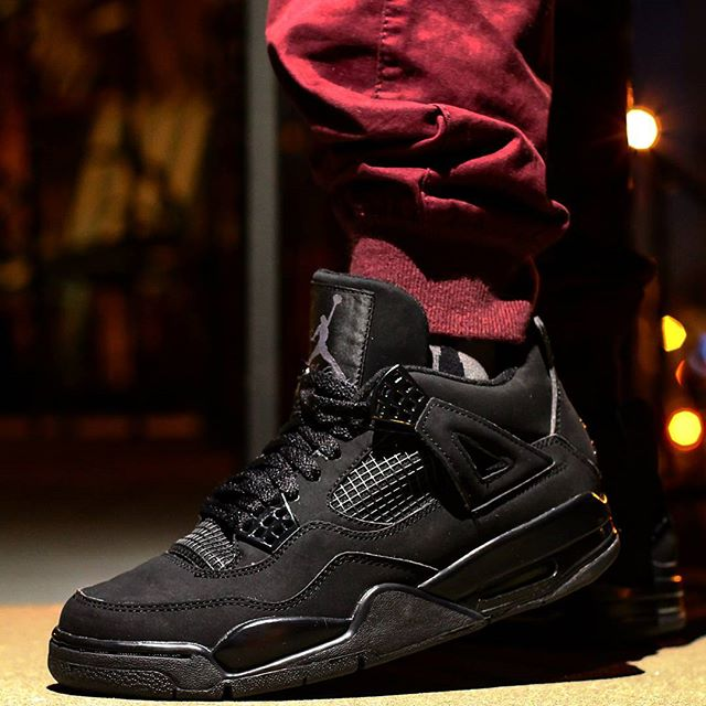Shoe: Air Jordan 4 Retro