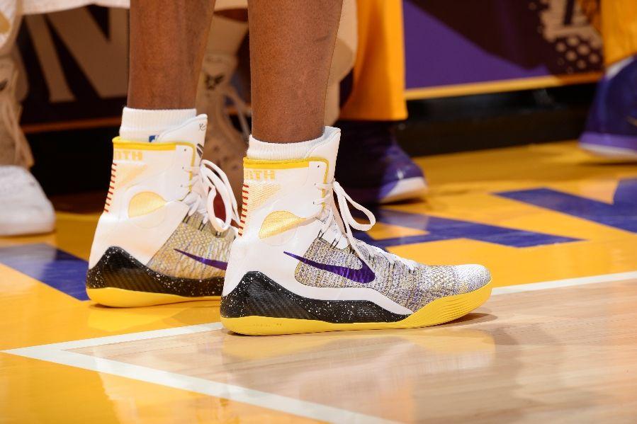 SoleWatch  Kobe Bryant Has Rough Night in New Nike Kobe 9 Elite ... 10f26fe9b69a