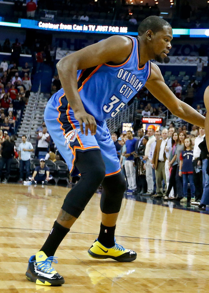 e7a8aaf5e7f0 SoleWatch  Kevin Durant Is Back on the Court in the Nike KD 6