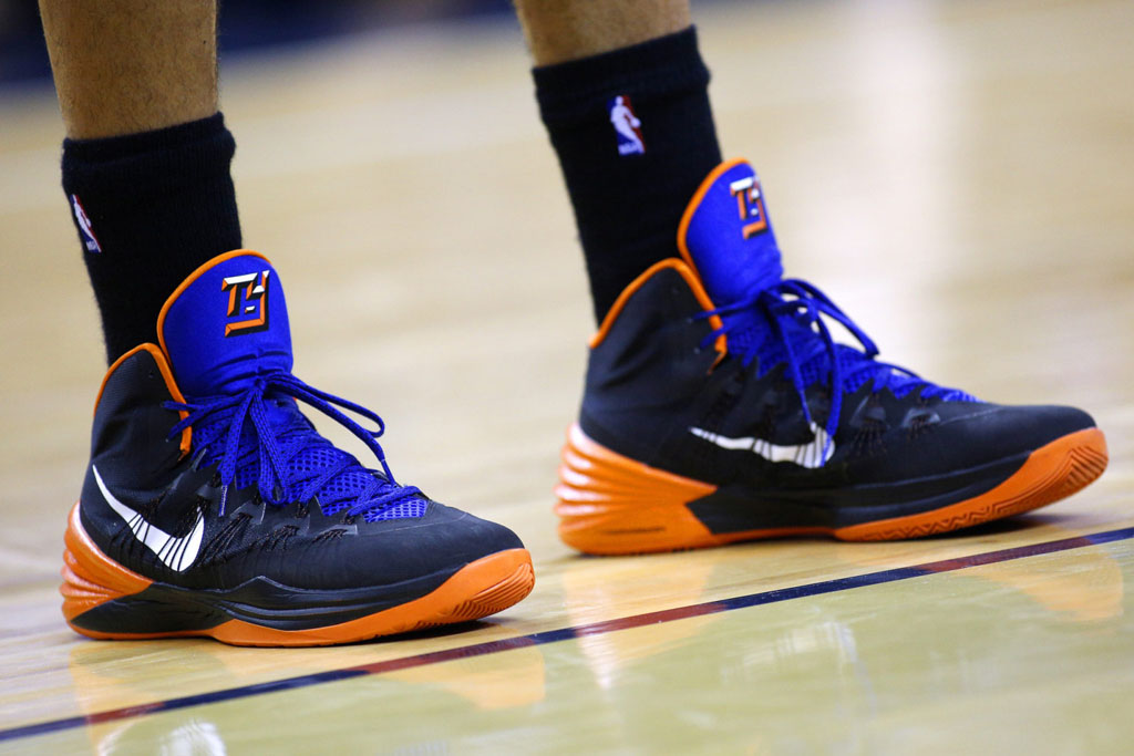 Tyson Chandler wearing Nike Hyperdunk 2013 Knicks Away PE