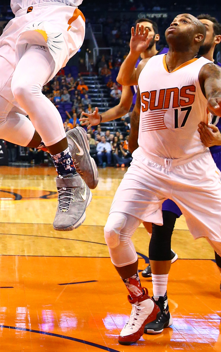 P.J. Tucker wearing Quentin Richardson's 'Clippers' Air Jordan 9 PE (1)