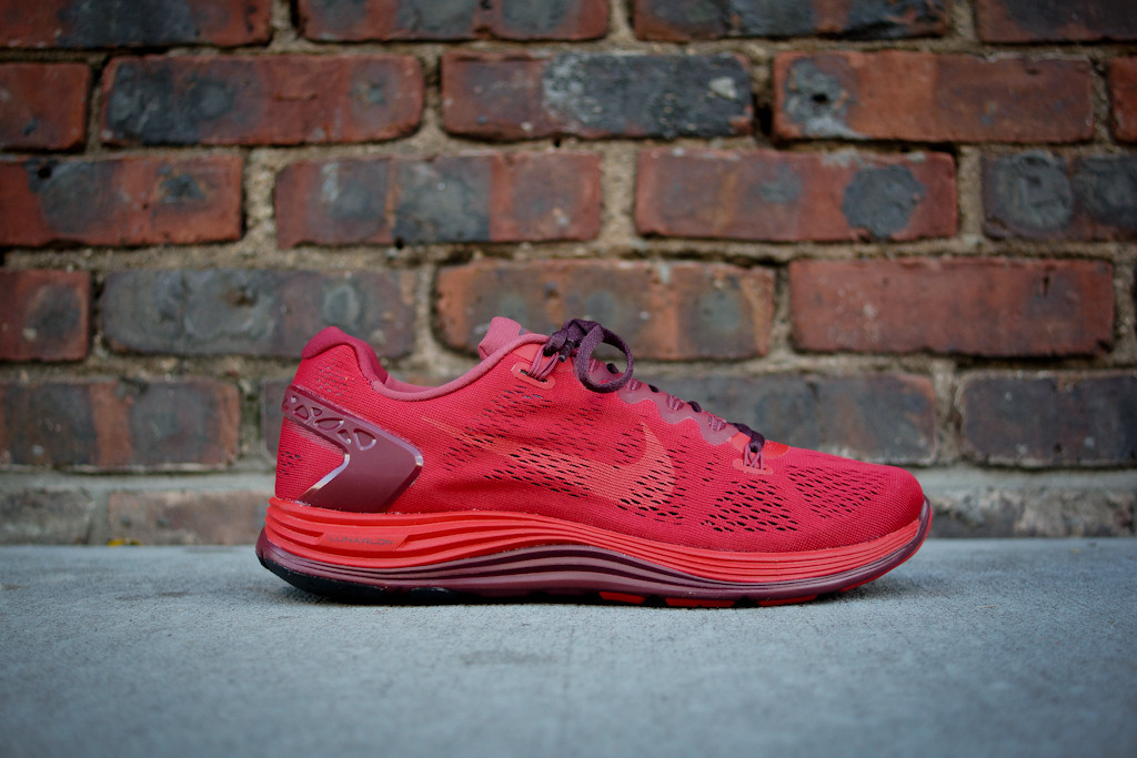 Nike x Undercover GYAKUSOU LunarGlide+ 5 in Sport Red Gym Red and Burgundy profile