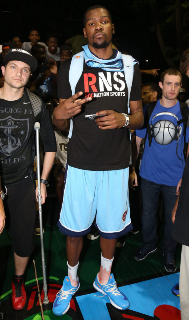 Kevin Durant wearing Blue Nike KD VI (1)