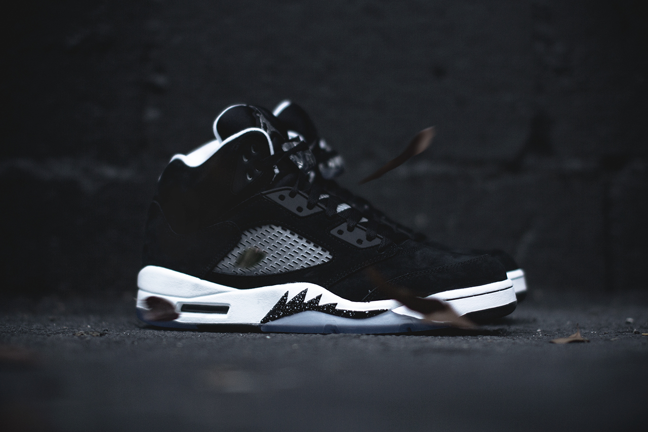 Air Jordan 5 Retro in Black Cool Grey and White profile