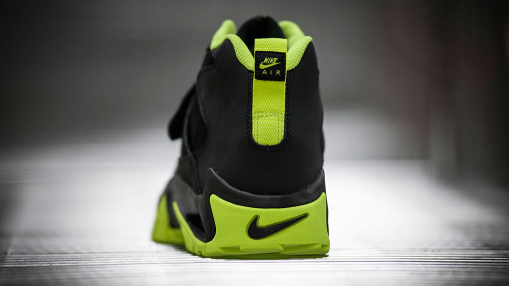 Nike Air Mission Black/Volt (6)