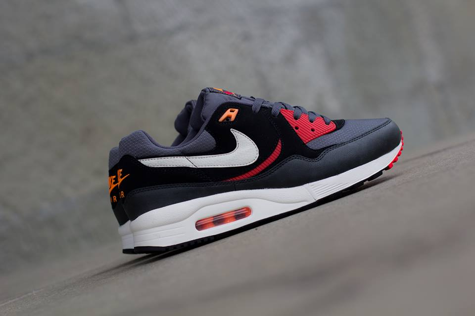 Nike Air Max Light Essential in Black Sail and Black Pine profile