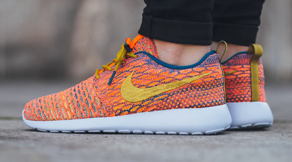 brand new 90556 9d7ba Flyknit Roshes Blue Orange