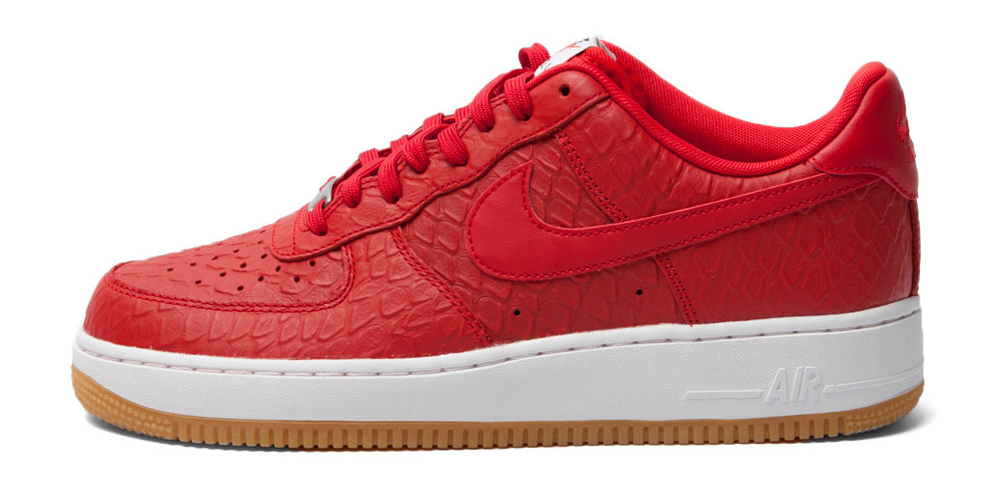 best sneakers 304fd 37835 A new Nike Air Force 1 set that splits the difference between croc and gum.