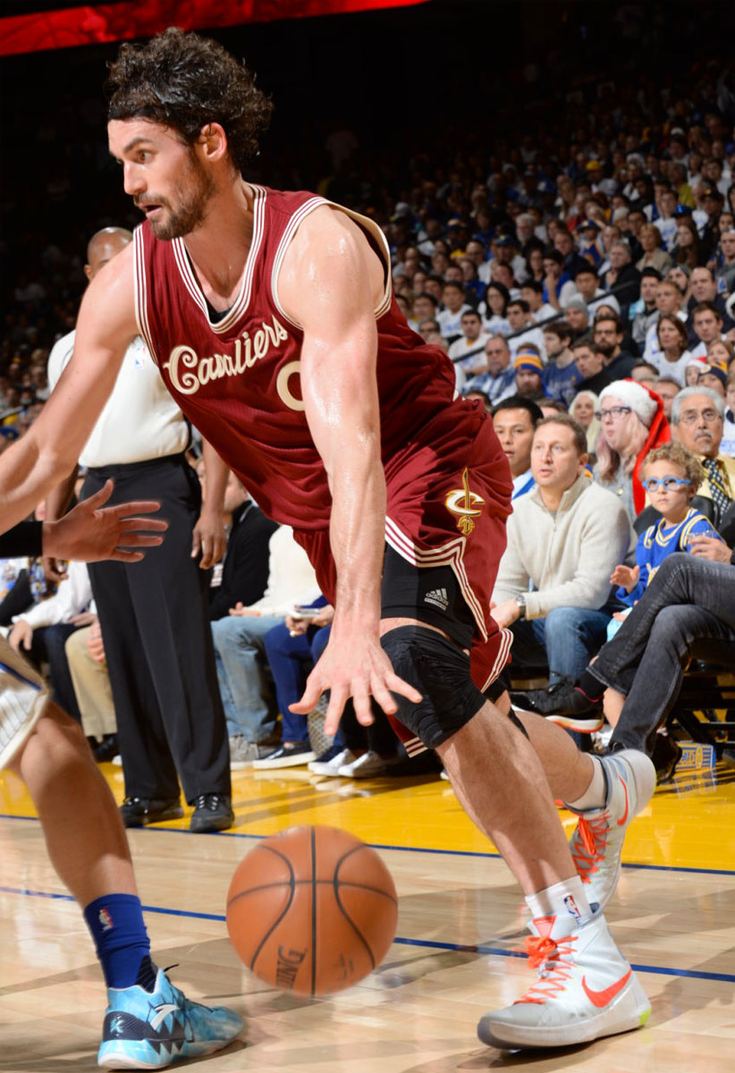 Kevin Love wearing a 'Christmas' Nike Hyperdunk 2015