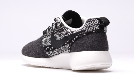 Nike Roshe Runs That Look Like a Christmas Sweater | Sole Collector