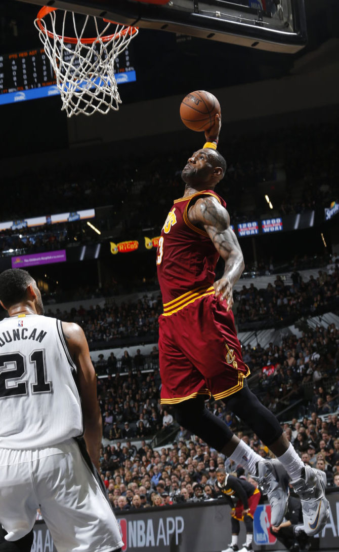 LeBron James Wearing a Grey Nike LeBron 13 Against the Spurs (4)