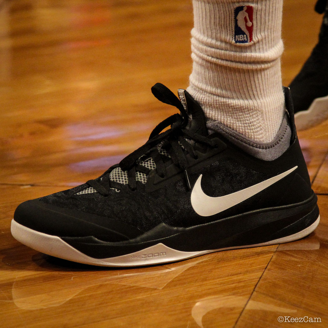 Deron Williams wearing Nike Zoom Crusader