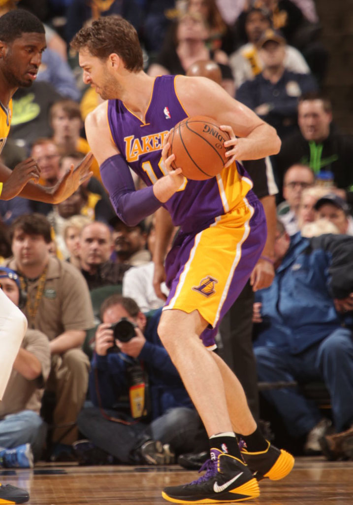 Pau Gasol wearing Nike Hyperdunk 2013 Lakers Away PE