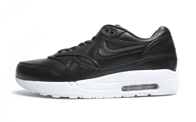 nike air max black leather white sole