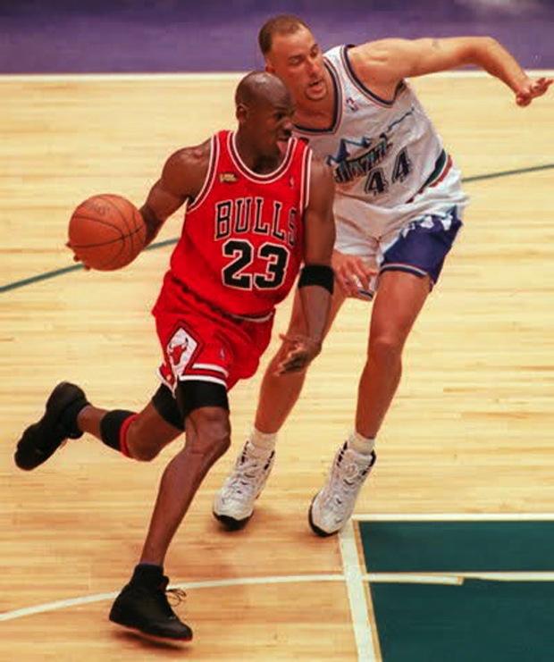 Air Jordan XIII 13 Low Black Pod Michael Jordan PE (1998) 3f729c7e02
