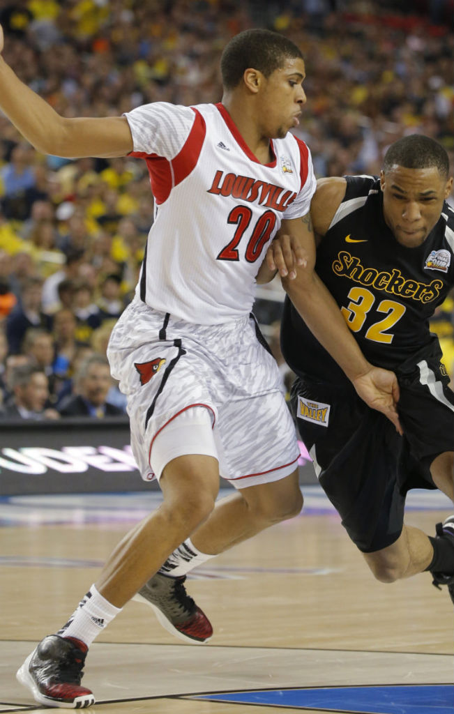 Wayne Blackshear wearing adidas Rose 3.5 Away