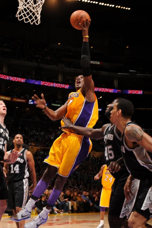 Lamar Odom wearing the Nike Zoom Kobe VI
