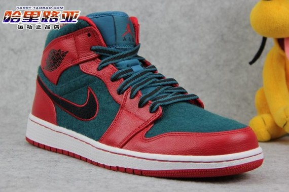 half off 06bbb 615d4 Stay tuned to Sole Collector for further details on the Gym Red/Black-Dark  Sea Air Jordan 1 Retro Mid.
