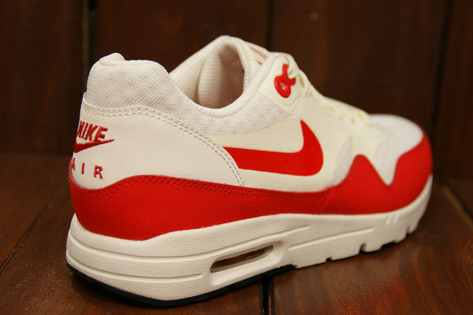 3e823 Nike Essential Red Max White 1 Aa01c Germany Air VpUqzMS
