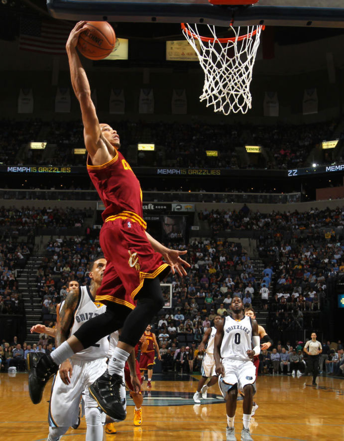 Jared Cunningham wearing the Black/Gold Nike Zoom LeBron 3 (1)