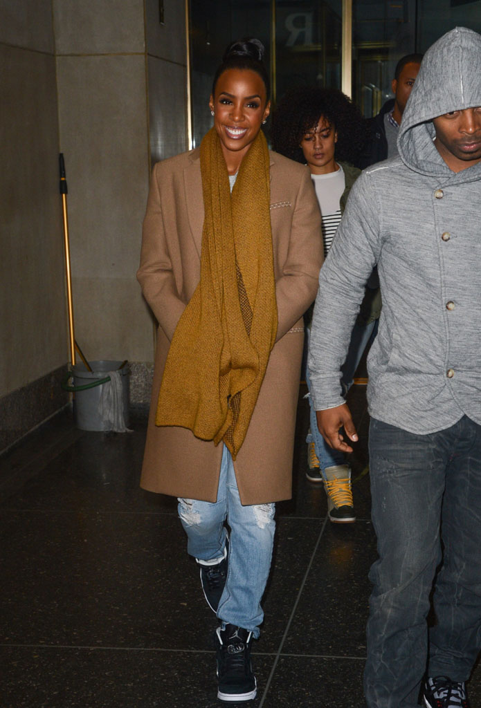 Kelly Rowland wearing Air Jordan 5 Retro Oreo