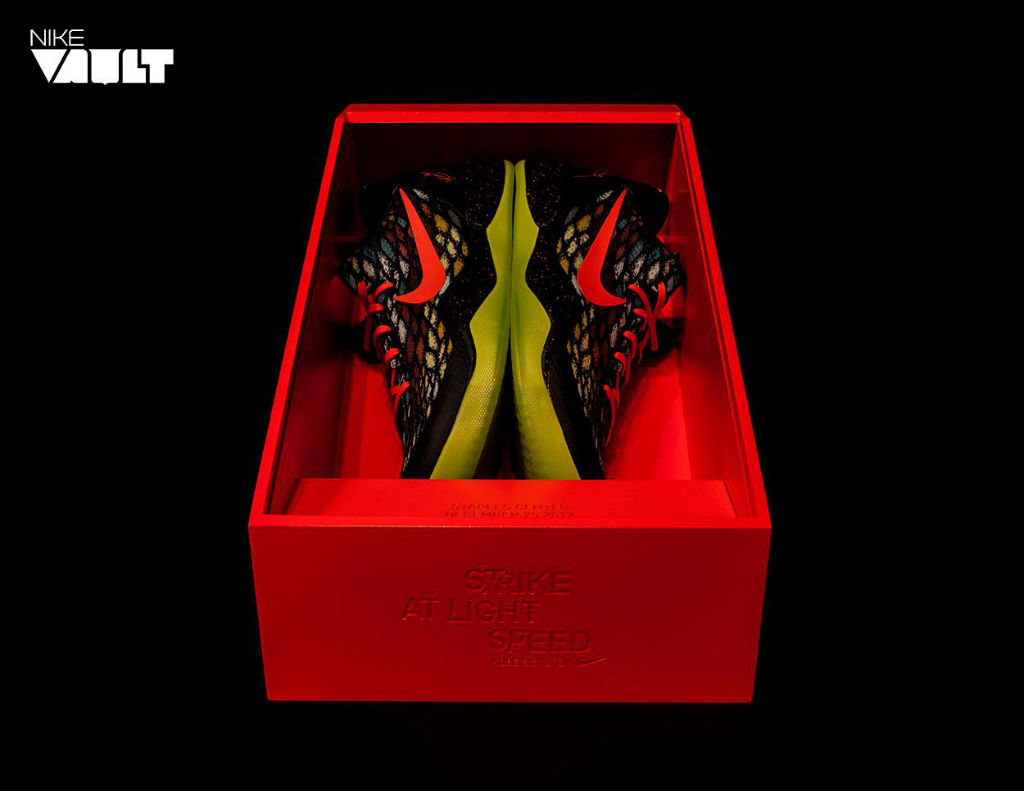 "Nike Vault x Kobe 8 System Limited Edition ""Christmas"" Pack (2)"