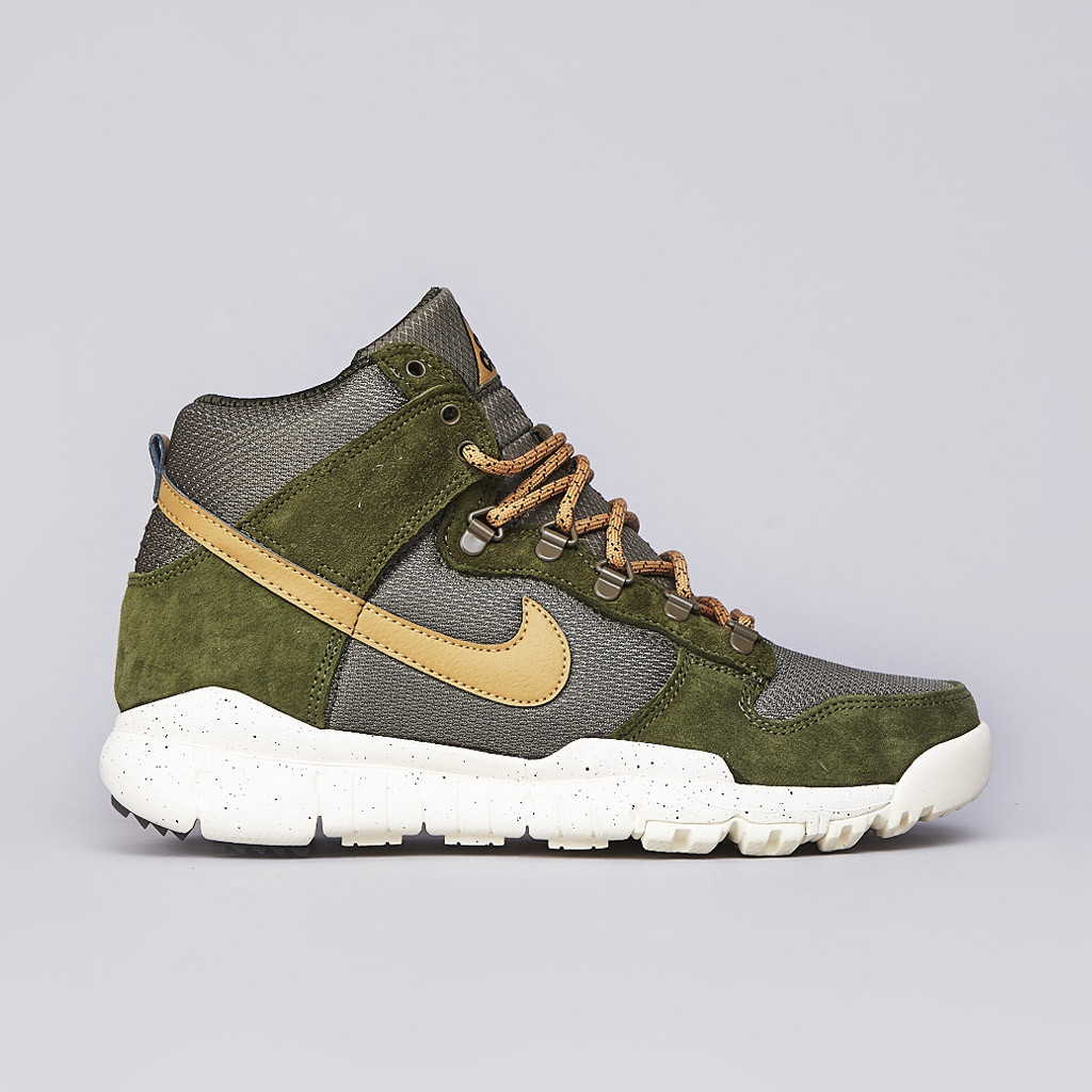 Nike Dunk High OMS Light Green Flat Gold and Medium Olive profile