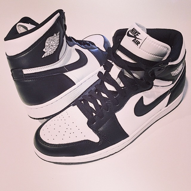 DJ Skee Picks Up Air Jordan 1 Retro High OG Black/White