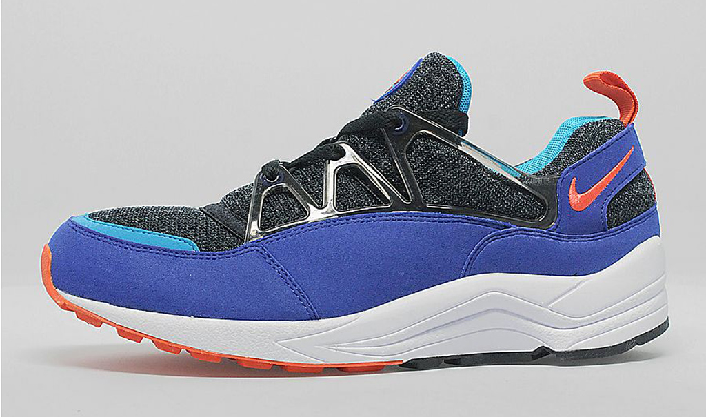 Nike Air Huarache Light 'Ultramarine'. Another classic gem from the early ' 90s is back, in its original colorway.