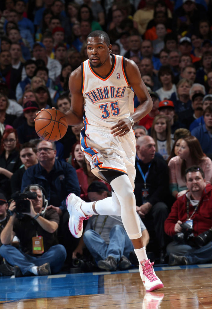 Kevin Durant wears Nike Zoom KD V Aunt Pearl (3)